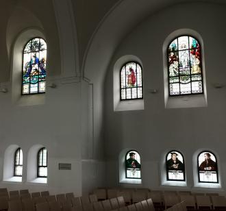 Glasfenster kirchenraum (ausschnitt)
